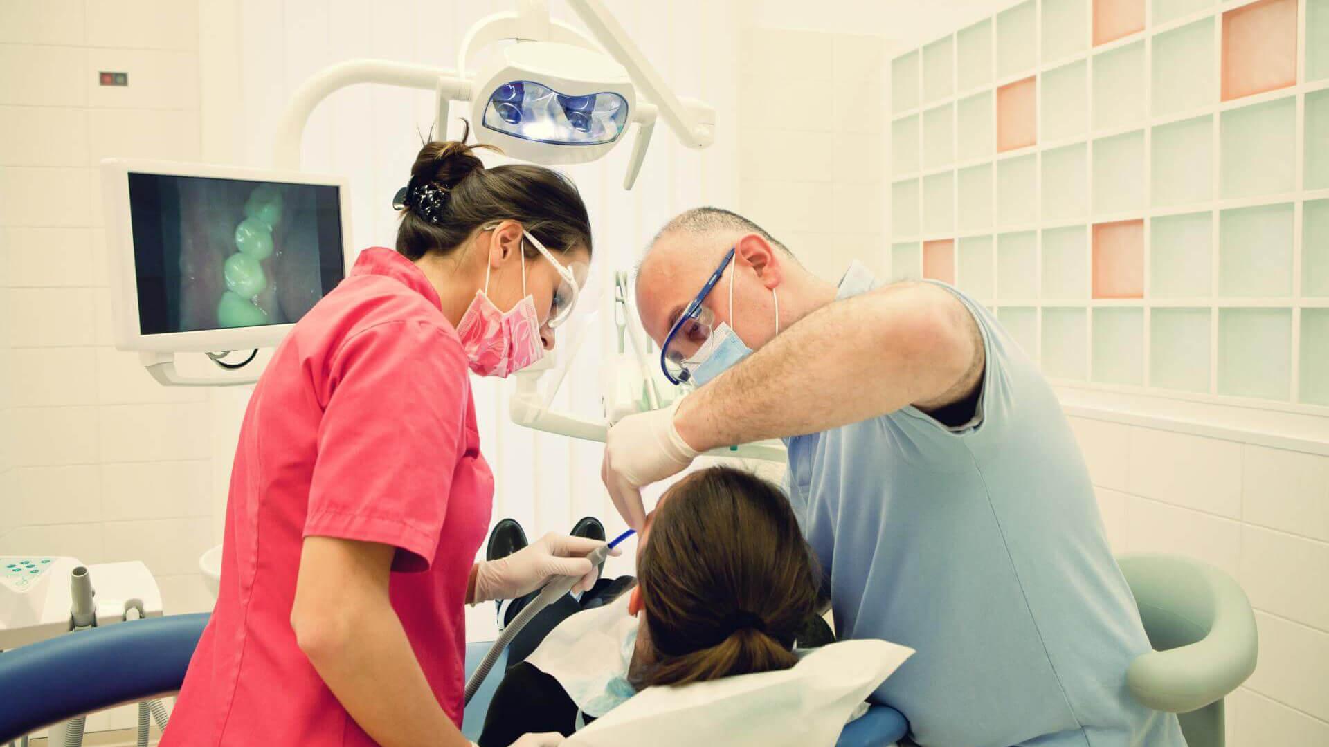 Fogorvosok, szájsebészek, dentálhigiénikusok
